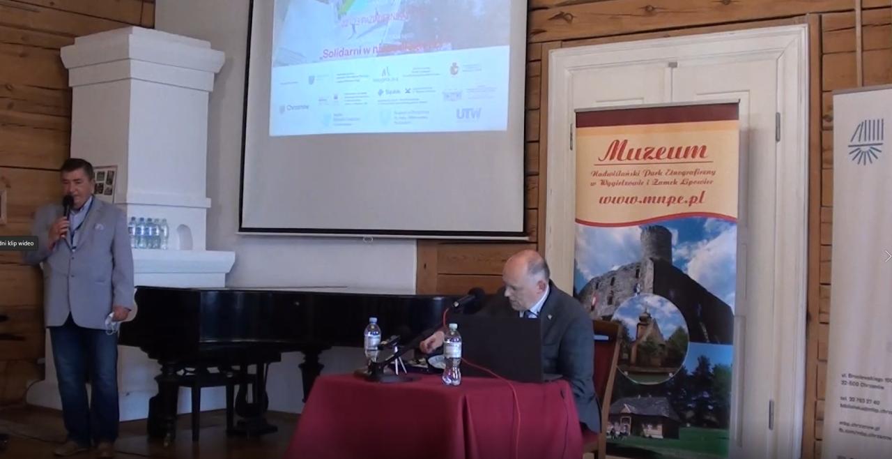 """Kadr z filmowej relacji z forum regionalnego Między Małopolską a Górnym Śląskiem """"Solidarni w niepodległości"""", które odbyło się 23 października 2020 roku"""