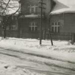 Fotografia przedstawia dom na ul. Borowcowej przed przebudową.